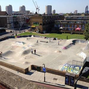 File:Stockwell Skatepark, Brixton, London, United Kingdom - View from roof of Goodwood Mansions 24-07-2012.jpg