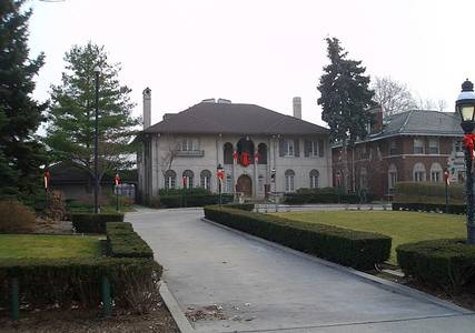 File:Manoogian mansion decorated.jpg