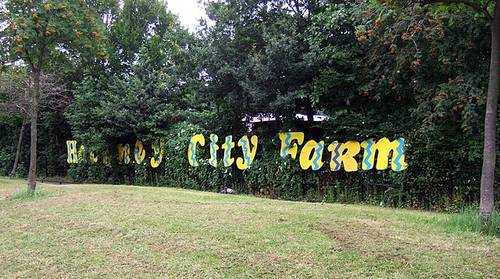 File:Hackney City Farm sign in 2007.jpg