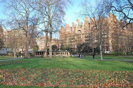 File:Russell Square with restaurant.JPG