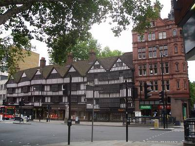 File:Staple Inn, London, UK - 20050821.jpg